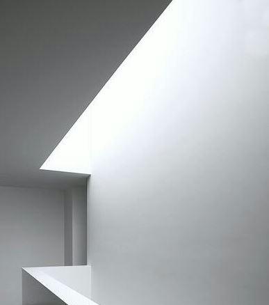 PLACOLED ; des rubans LED qui disparaissent derrière les alcôves.